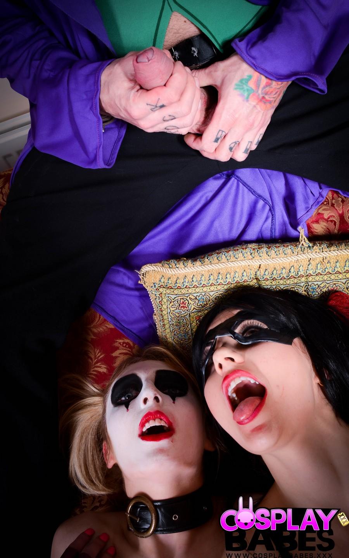 joker-bekommt-zwei-pussys