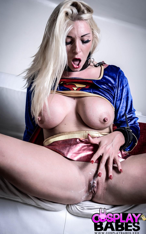 blonde-superheldin-wird-gefickt