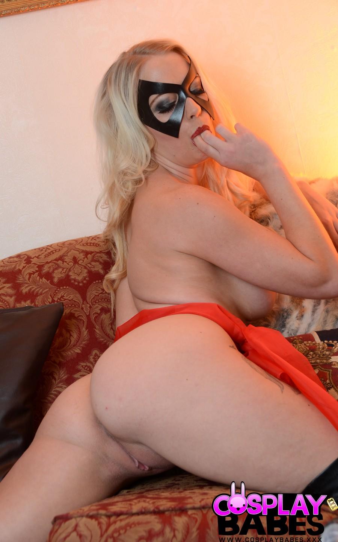 blondine-raucht-und-strippt