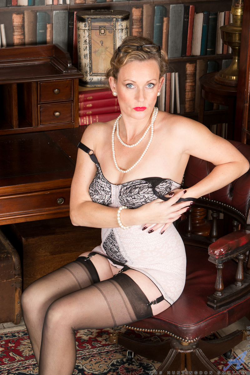 strenge-milf-in-sexy-dessous