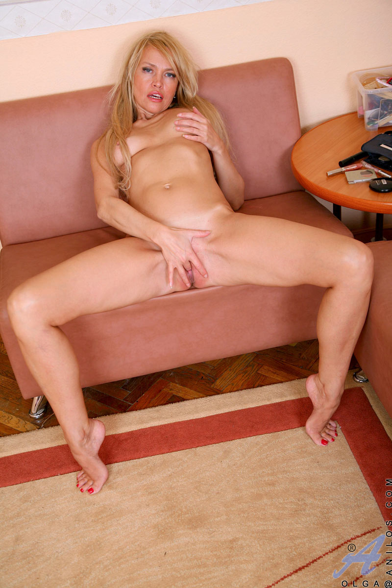 blondine-fingert-sich