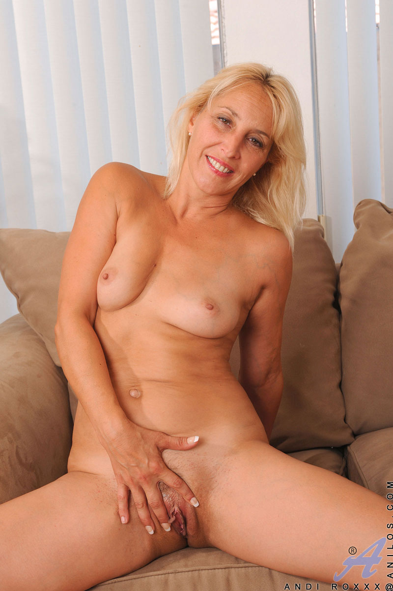blondine-kommt-beim-dildofick