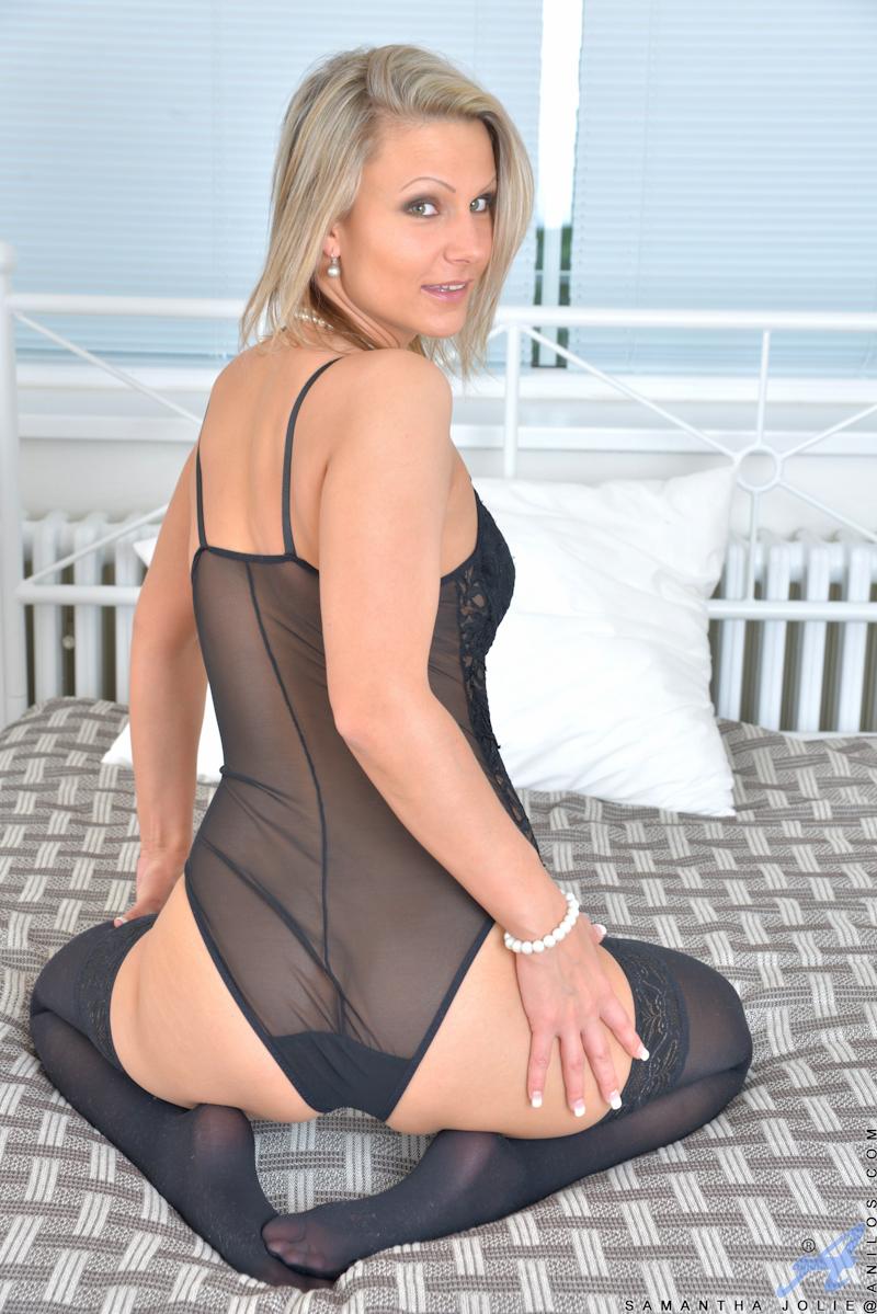 blondine-in-dessous-und-nylons