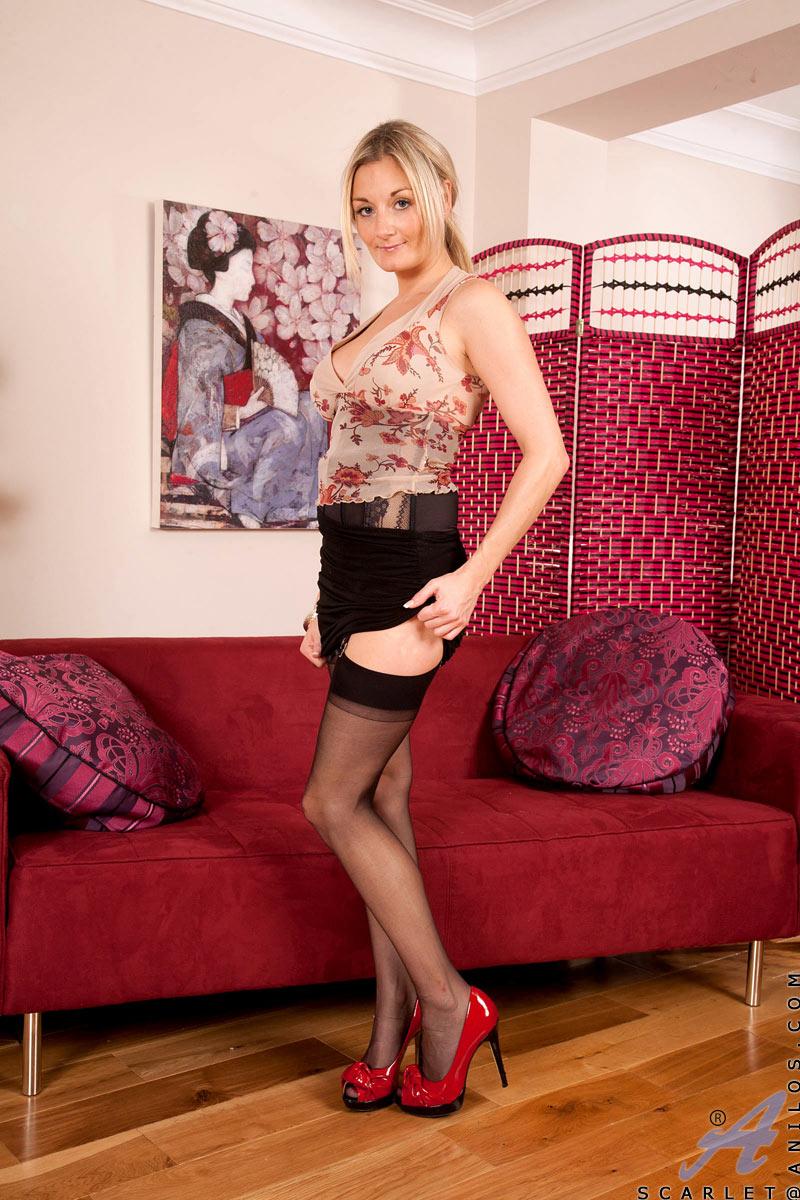 blondine-steht-auf-dildos